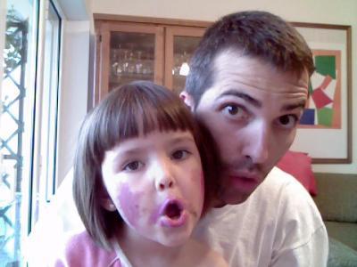 Enredando con papá y la webcam