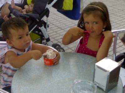 Vacaciones de Verano 2009. Paseo y helado compartido.