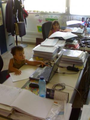 En la oficina de papá
